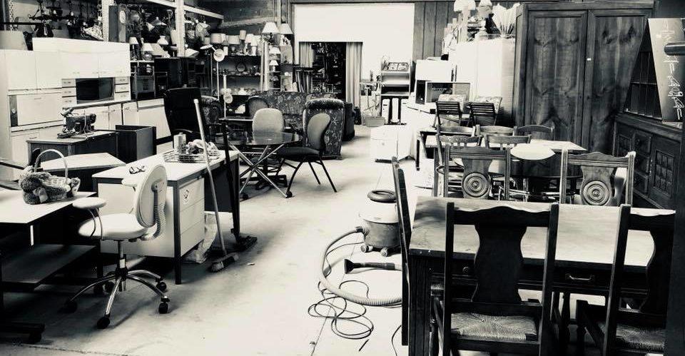 Le grand coin des meubles à la ressourcerie Recyclabulle à Guéret